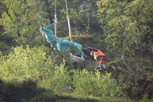 Der Hirsch im H�llental muss wegen Felssicherungsma�nahmen an der B31 weichen.