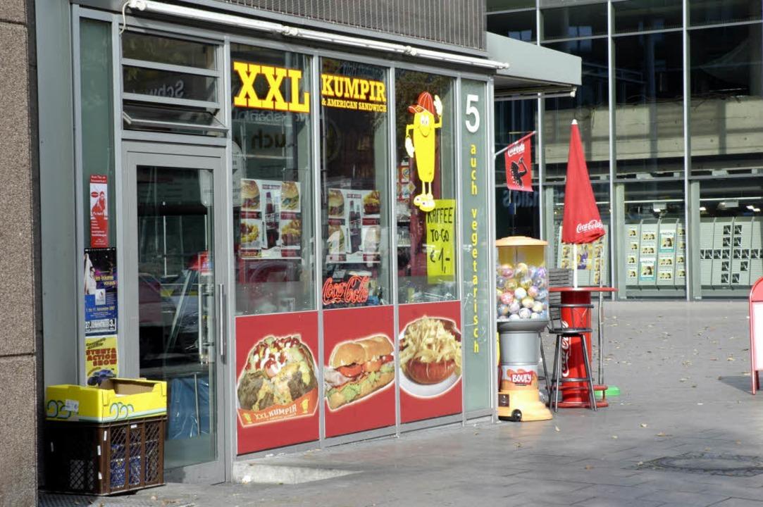 Der XXL-Kumpir-Imbiss setzt auf türkische Kartoffelgerichte.  | Foto: Sasse