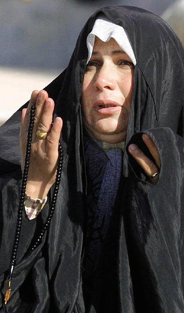 Eine frau in bagdad beim freitagsgebet im ramadan foto dpa