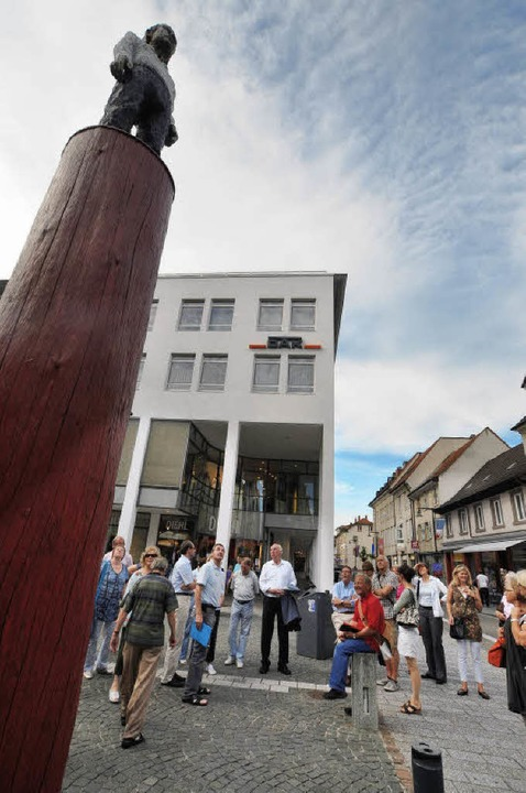 Kunst auf der Säule – Kunstinter...Leser auf dem Lörracher Skulpturenweg   | Foto: Barbara Ruda
