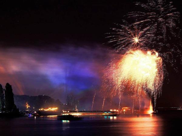 Farbenprächtig: das große Feuerwerk am Freitagabend