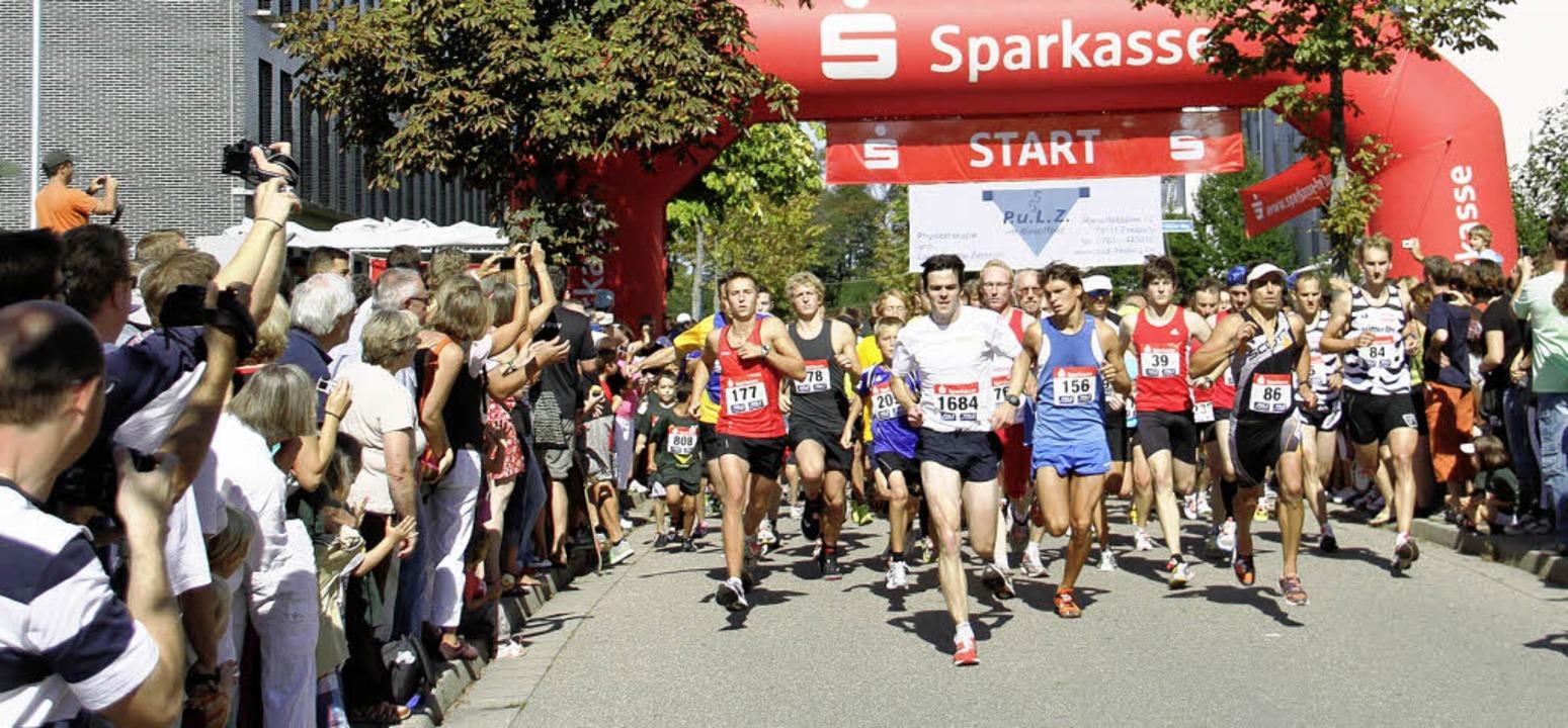 Beim Start  weiß Thomas Klingenberger ...er die Rieselfeldmeile gewinnen wird.   | Foto: Stinn