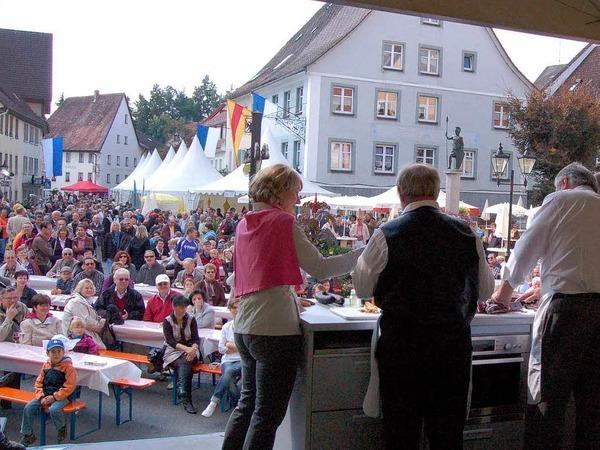 Auf Pfännle-Bühne bereiteten die Köche die Speisen vor großem Publikum vor.