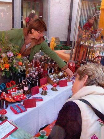 Obst und Gemüse, Säfte, Seifen, Blumen, Käse, Schnaps und Schinken - das Angebot beim Naturparkmarkt war sehr groß.