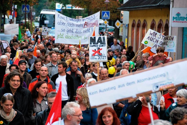 Rund 600 Demonstranten fordern in Breisach den Atomausstieg.