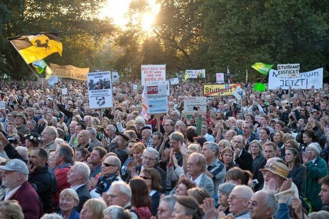 Stuttgart 21: Volksbegehren, Schlichtersuche, neue Demo