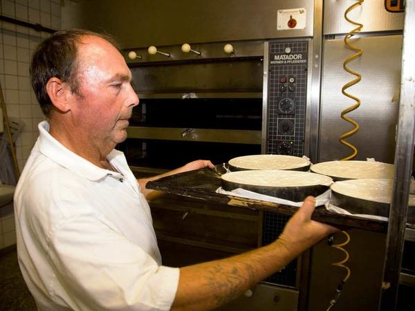 ... und den Biskuitboden etwa 40 Minuten im Ofen backen.