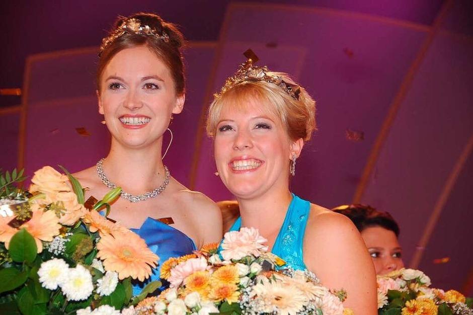 Bei der Wahl zur Deutschen Weinprinzessin im Oktober 2009 (mit der deutschen Weinkönigin Sonja Christ). (Foto: Gerold Zink)