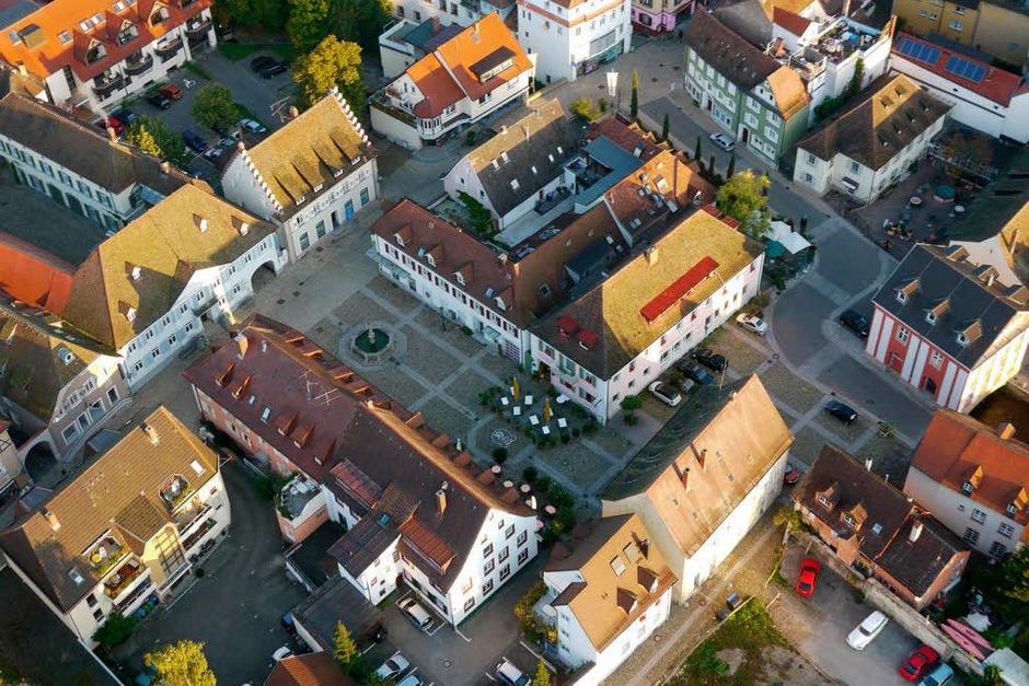Marktplatz von Müllheim mit Blankenhornpalais (Foto: Katharina Meyer)
