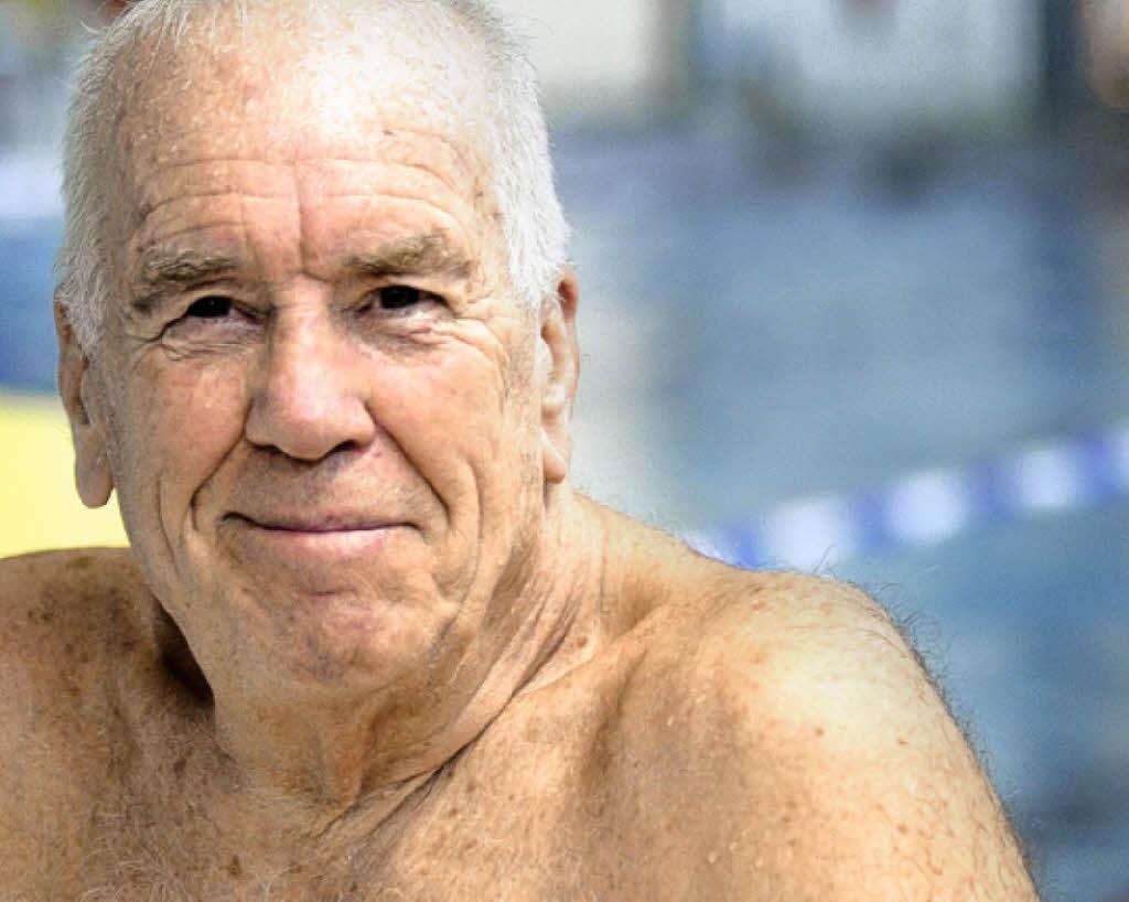 Schwimmt auch mit 75 weiter gegen die Uhr: <b>Walter Metzler</b> Foto: Matthias <b>...</b> - 37082474