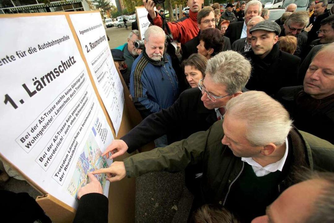 Acht Argumente für die autobahnparalle...Stadt aufgelistet: OB Müller und Grube  | Foto: Christoph Breithaupt