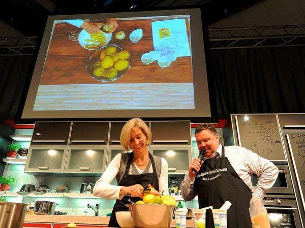 """BZ-Kochshow """"Badisch schmeckt`s"""" mit Christian Hodeige und Silvia Kaufmann, die ihre prämierte Birnentarte präsentierte."""