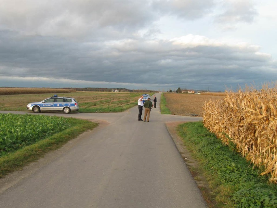 Zwei Radfahrer sind bei einem Unfall a...chen Endingen und Forchheim gestorben.    Foto: Polizei