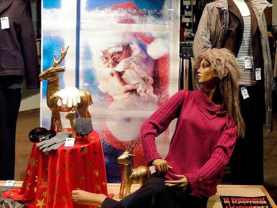 Auch die Geschäfte waren weihnachtlich dekoriert.  | Foto: Silke Hartenstein
