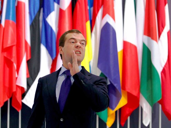 """Dimitri Medwedew:""""blass"""" und """"zögerlich"""". """"Robin"""", während Wladimir Putin """"Batman"""" sei"""