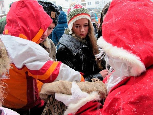 Nikolaus scharte die Kinder um sich …