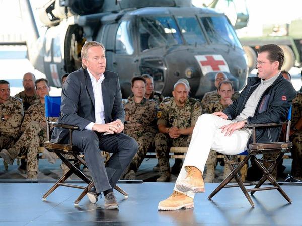 Charmeoffensive oder medialer Großangriff? Deutschlands beliebtester Politiker mit vielleicht Deutschlands attraktivster Politikergattin sowie Deutschlands (nach eigener Wahrnehmung) bedeutendster TV-Moderator erobern Afghanistan auf ihre Weise.