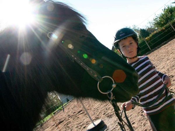 Den Kindern des Förderzentrums Hebelschule Titisee-Neustadt ermöglichen die Spendengelder therapeutisches Reiten.
