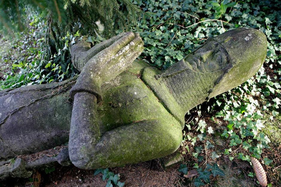 Der emeritierte Politologe Hans-Otto Mühleisen (69) hatte 30 Jahre lang nach der Statue gesucht. Sie lag sieben Jahre lang vor dem Meißenheimer Bauhof in der Ortenau (Foto: Christoph Breithaupt)
