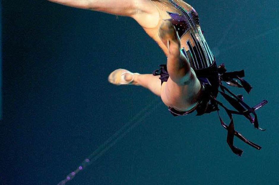 Sport als Kunst: Die Turngala 2010 in der Freiburger Rothaus-Arena. (Foto: Patrick Seeger)