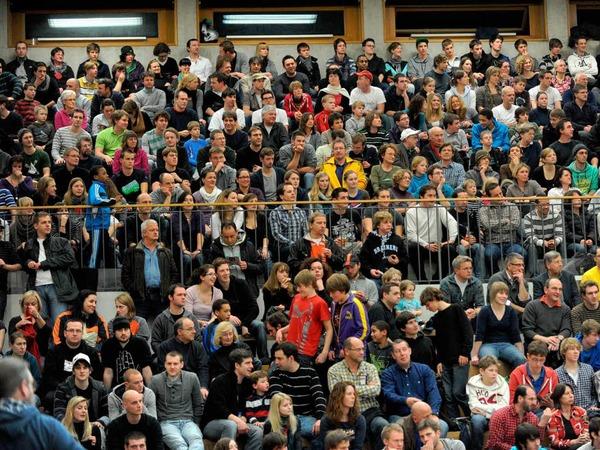 Die Sepp-Glaser-Halle war zum Gastspiel des FC Bayern M�nchen bestens gef�llt. Rekordkulisse in dieser Saison f�r den USC.