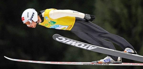 Der Weltcup-Führende Jason Lamy Chappuis (Frankreich) beim Springen.
