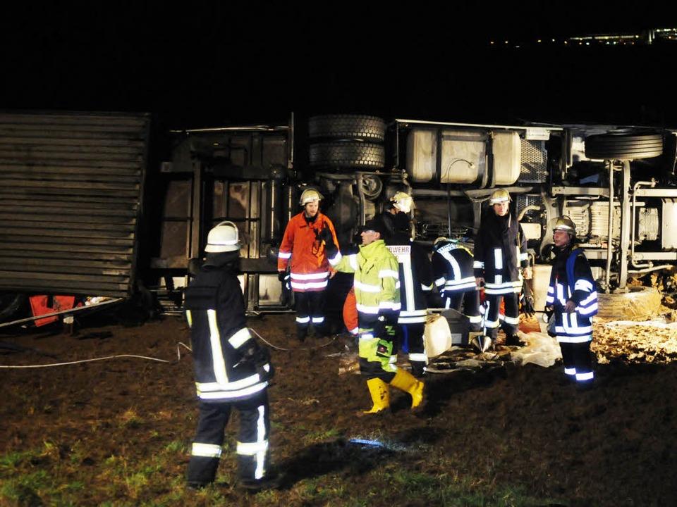 Ein LKW-Unfall auf der A5 bei Lahr beschäftigt die Rettungskräfte.  | Foto: Wolfgang Künstle