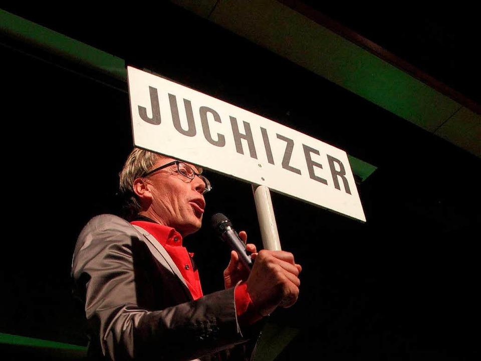 Hansy Vogt gibt Kommandos. Das Publikum macht mit.  | Foto: Patrik Müller