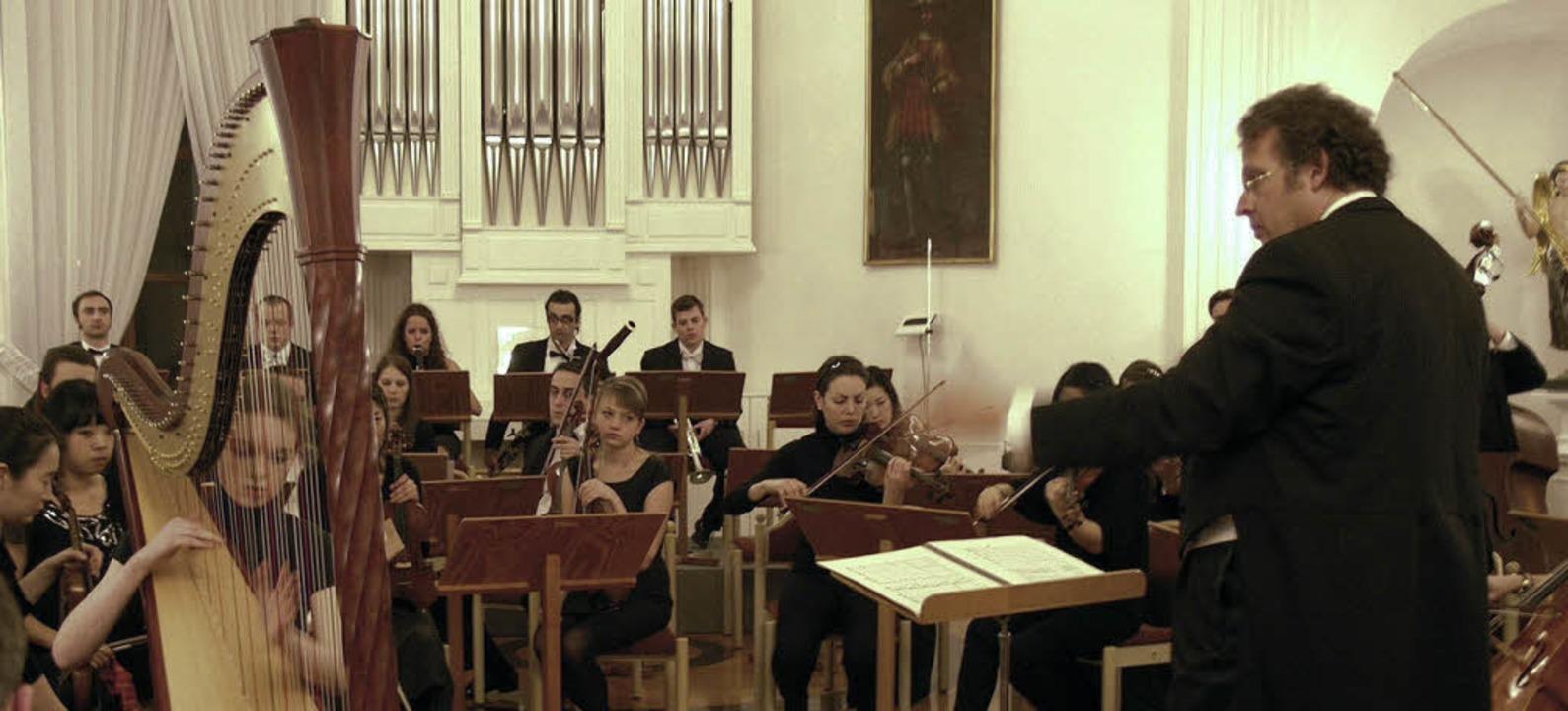 Die Harfenistin Giulia Ott interpretie...usgereifte Darbietung schier den Atem.    Foto: Margrit Matyscak
