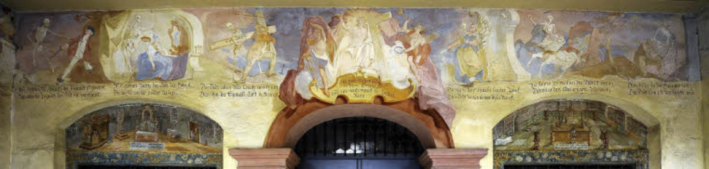 In der Vorhalle der Michaelskapelle ze...der Tod letztlich jede und jeden holt.    Foto: Ingo Schneider