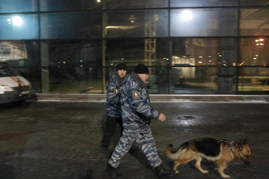 Sicherheitskräfte haben den Ort des Anschlags abgeschirmt. (Foto: dpa)