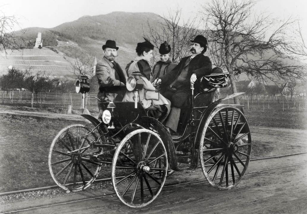 Carl und Bertha Benz mit  Tochter Klar... ersten Automobils vom 29. Januar 1886  | Foto: -