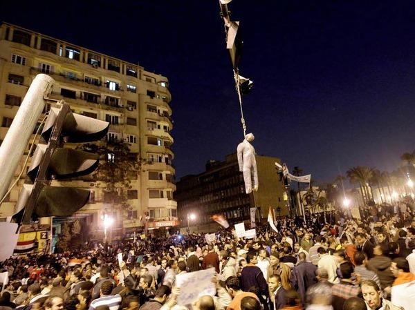 Die Unruhen gehen weiter: In Kairo lieferten sich Gegner und Anh�nger von Mubarak gewaltsame Auseinandersetzungen, bei denen mehrere Menschen verletzt wurden.