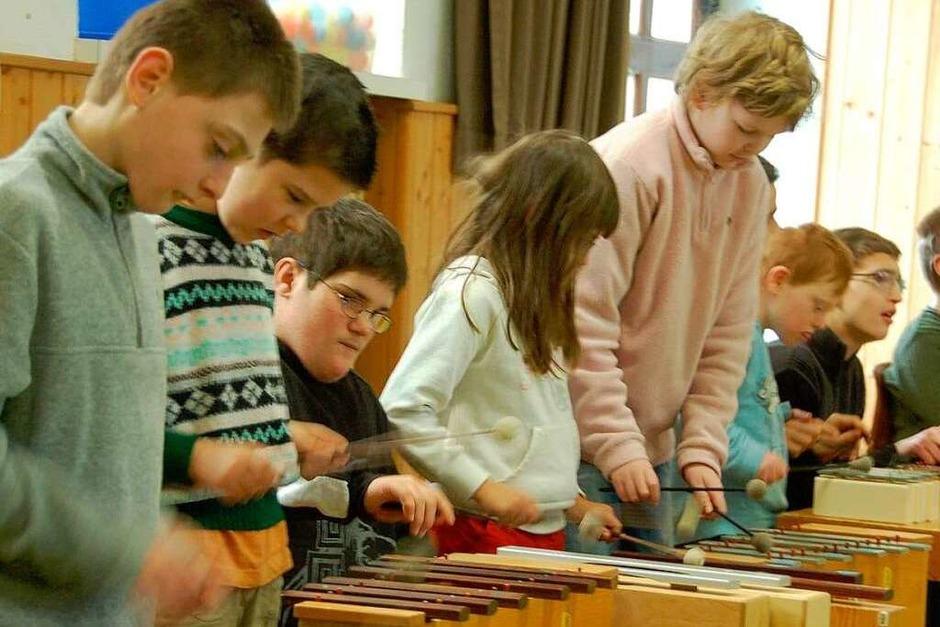 Die Kinder unterhielten die Gäste mit Musik. (Foto: Yavonne Weik)