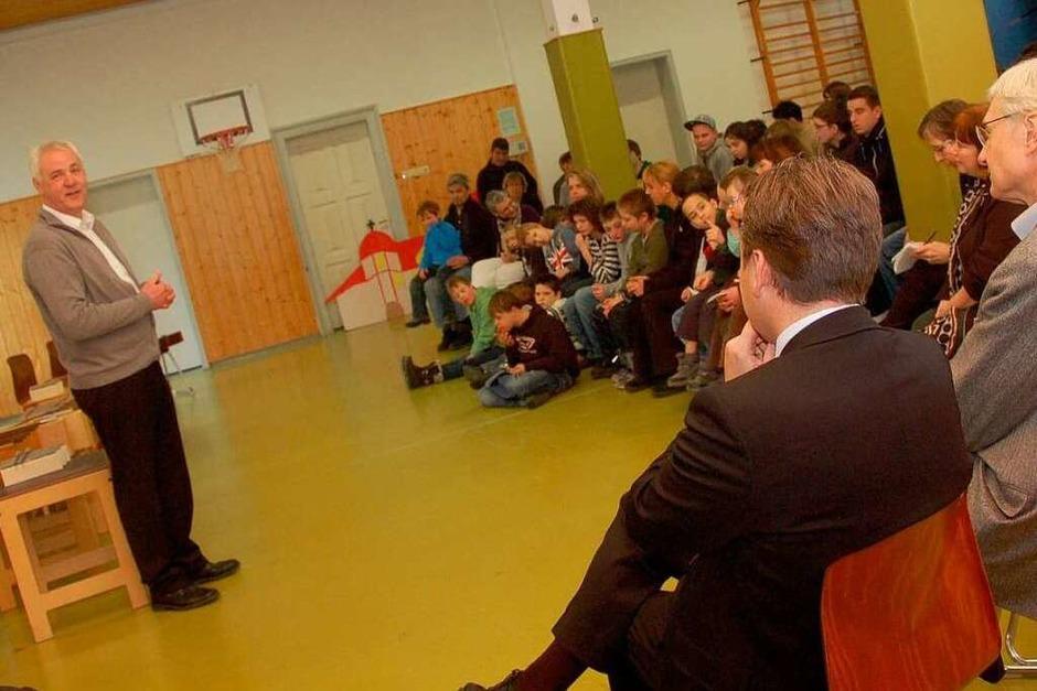 BZ-Regionalverlagsleiter Lothar Hilfinger freute sich, einen Scheck über 6000 Euro mitzubringen. (Foto: Yvonne Weik)