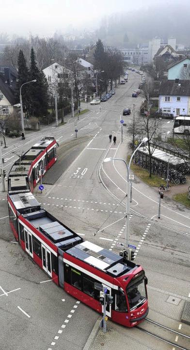 Geradeaus statt rechts ab: Die Linie 1...  bis zum Bahnhof Littenweiler rollen.  | Foto: Thomas Kunz