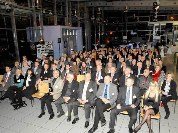 Volles Haus: Rund 150 Gäste kamen zum BZ-Gespräch ins Emmendinger Autohaus Schmolck.