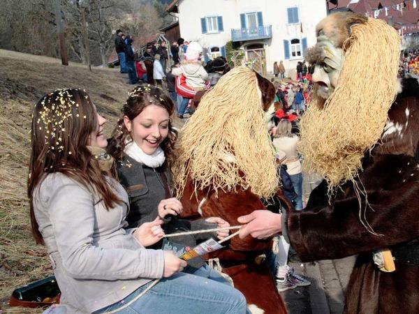 Stampfi-Geischter aus Nöggenschwiel: 65 Gruppen mit rund 3500 Häs- und Maskenträgern beim Schlüchttal-Narrentreffen in Ühlingen
