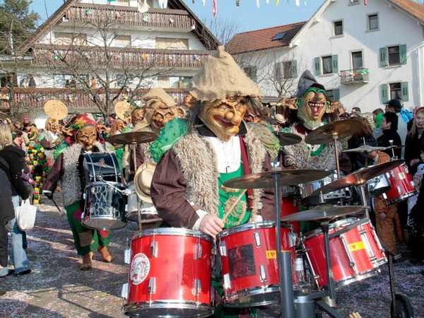 Zahlreiche Guggenmusiken sorgten f�r musikalische Stimmung
