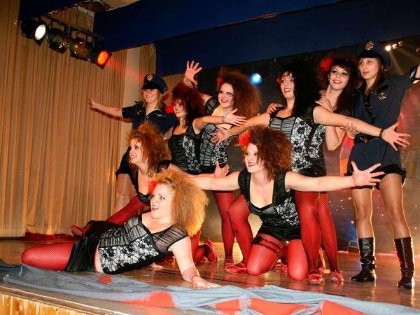 """Begeisterungsst�rme l�ste die Tanzgruppe """"Emotion-Steps"""" beim Bunten Abend des SV Nordweil aus."""