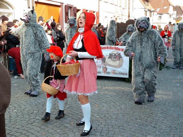 Umzug in Riegel: Auch Rotk�ppchen und seine b�sen W�lfe aus Forchheim waren dabei.