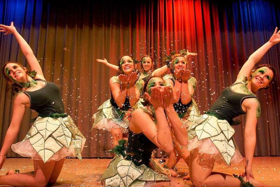 Schlussbild mit Siegern und Elfen: Die Rämässer-Chicks aus Ringsheim verteidigten ihren ersten Platz aus dem Vorjahr (Foto: Patrik Müller)