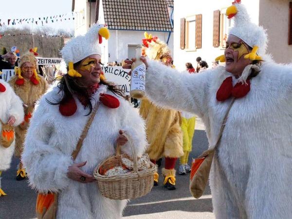 Umzug Weisweil: Verrückte Hühner