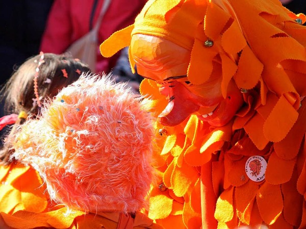 Strahlende Sonne, strahlende Kostüme: Rosenmontags-Umzug in Bad Krozingen