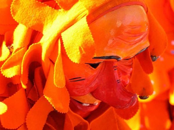 Strahlende Sonne, strahlende Kost�me: Rosenmontags-Umzug in Bad Krozingen
