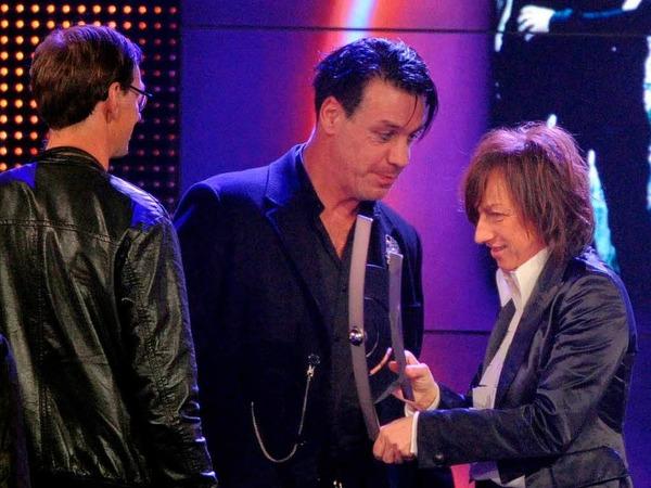 Die Band Rammstein erhielt den  Award 2011 in der Kategorie bestes deutsches Video von der italienischen Sängerin  Gianna Nannini.