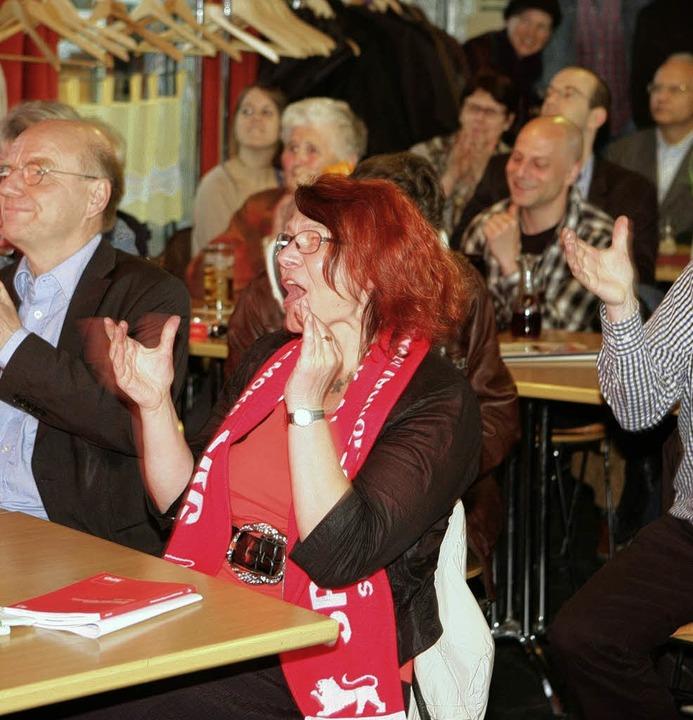 Die neue SPD-Abgeordnete Gabi Rolland ...ei der SPD-Wahlparty den Machtwechsel.  | Foto: Ruf