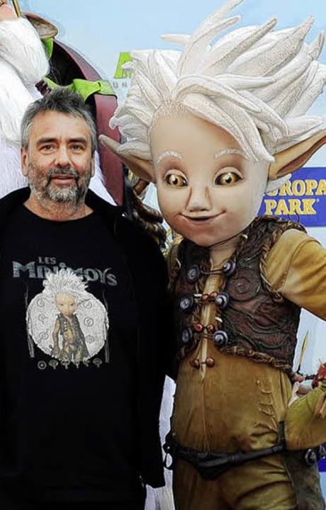 Luc Besson mit der von ihm kreierten Figur Arthur.   | Foto: Europa-Park
