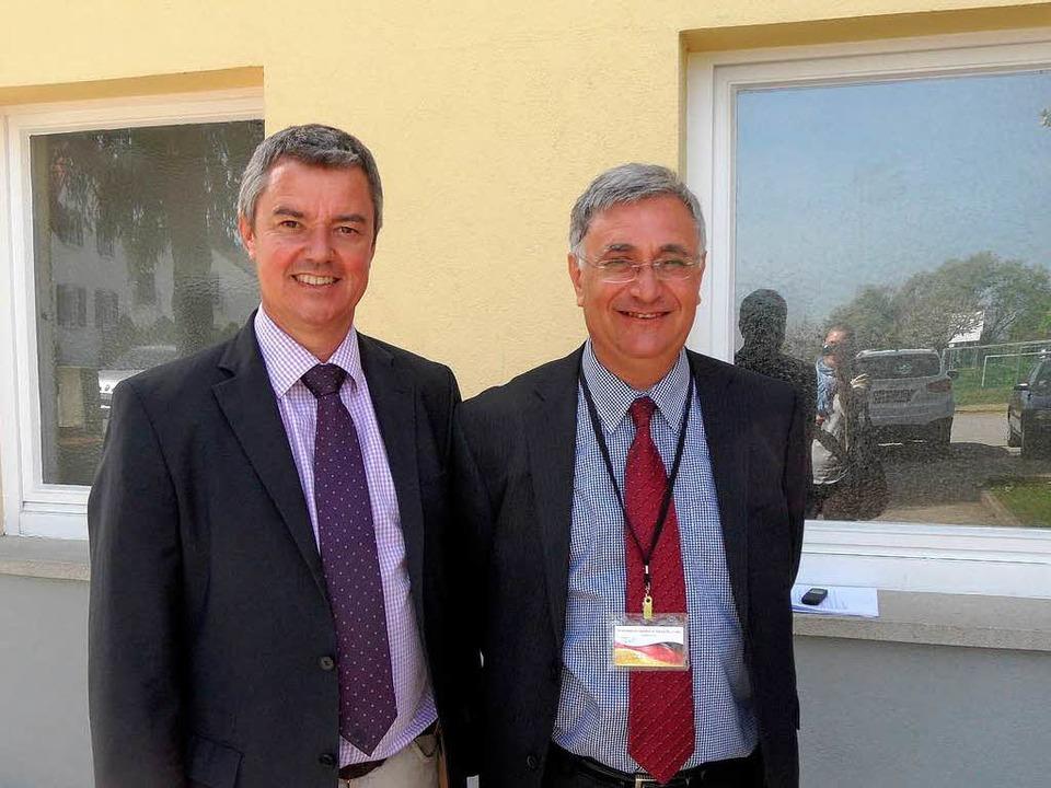 Bürgermeister Volker Kieber und Joseph...ternationalen Konferenz in Gottenheim.  | Foto: Paulina Grimm