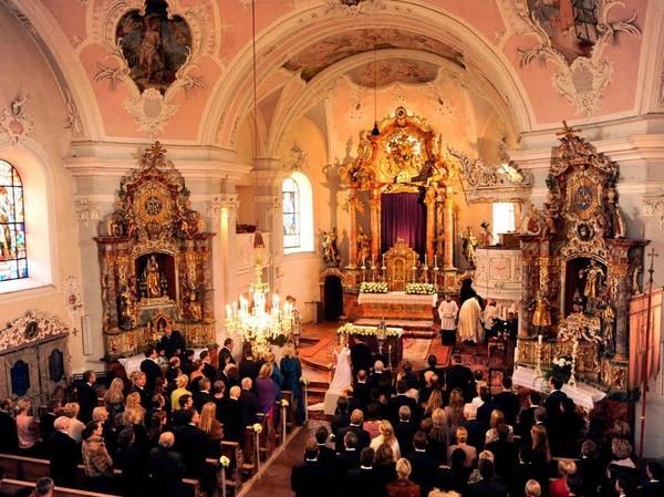 Das Ja-Wort sei aus tiefstem Herzen gekommen, berichtet der Pfarrer im Anschluss an die Trauung.